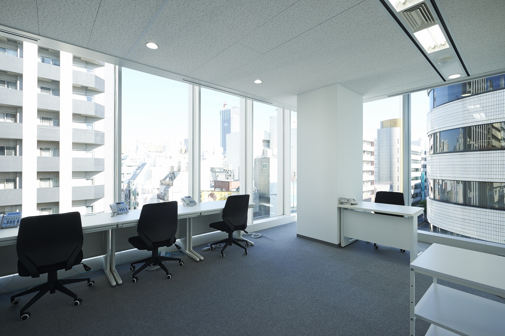 レンタルオフィスCROSSCOOP、「5名様以上の個室ご契約でフリー ...